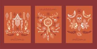 Utdragen uppsättning för Boho hand av kort, banervektorillustration Dröm- stoppareamulett, scull, växter liksom blommor med stock illustrationer