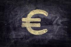 Utdraget eurotecken på svart svart tavlabakgrund Fotografering för Bildbyråer