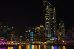 Uteliv i den Dubai marina UAE November 16, 2012 Royaltyfri Fotografi