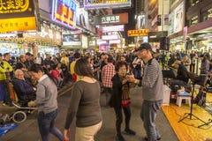 Uteliv på Mong Kok område i Hong Kong Royaltyfri Bild