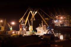 Utelivpäfyllning i port Arkivfoton