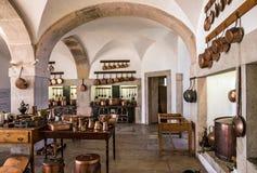 Utensílio de cobre da cozinha - interior do palácio nacional de Sintra, Fotos de Stock Royalty Free