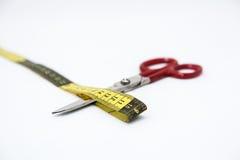 Utensílios da costura, tesouras, linha, botões no CCB branco Fotografia de Stock Royalty Free