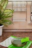 Utensílios da cozinha na tabela foto de stock
