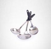 utensílios da cozinha ou utensílios de alta qualidade da cozinha no fundo Fotos de Stock Royalty Free