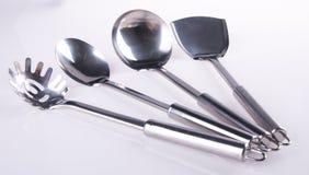 Utensílios da cozinha utensilson da cozinha em um fundo Imagem de Stock