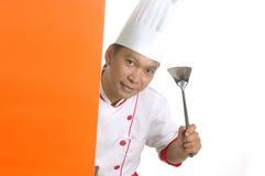 Utensílios de cozimento da terra arrendada do cozinheiro chefe Imagem de Stock