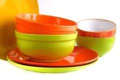 Utensílios de mesa cerâmicos coloridos isolados no fundo branco Imagem de Stock Royalty Free
