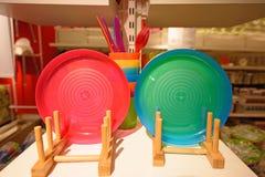 Utensílios de mesa coloridos do plástico das crianças Foto de Stock