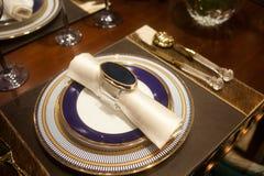 Utensílios de mesa elegantes na tabela Fotografia de Stock Royalty Free