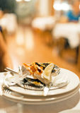 Utensílios de mesa sujos e vazios Imagem de Stock Royalty Free