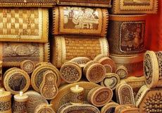Utensílios Home feitos da casca de vidoeiro. Imagem de Stock