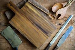 Utensile di legno in cucina su vecchio fondo di legno Immagine Stock Libera da Diritti