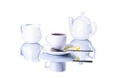 Utensili bianchi del tè su un fondo bianco Fotografia Stock Libera da Diritti