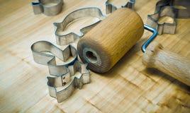Utensili della cucina per la preparazione dei pan di zenzero di Natale fotografia stock libera da diritti