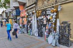 Utensili della famiglia di commercio di strada di alluminio e di rame, Iran Fotografia Stock Libera da Diritti