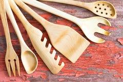 Utensili di legno della cucina sistemati in un fan Immagine Stock Libera da Diritti