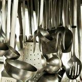 Utensili in una cucina dell'hotel Fotografie Stock Libere da Diritti