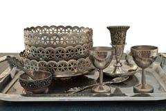 Utensilios de cena viejos del metal en una bandeja Imágenes de archivo libres de regalías