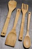 Utensilios de cocinar de madera Imagen de archivo