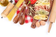 Utensilios de cocinar e ingredientes Imágenes de archivo libres de regalías