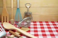 Utensilios de cocinar y de servicios Foto de archivo libre de regalías