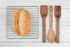 Utensilios de enfriamiento del estante del pan Fotos de archivo libres de regalías