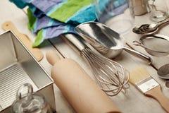 Utensilios de la hornada de la cocina Fotos de archivo libres de regalías