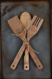 Utensilios de madera atados con guita Imagen de archivo libre de regalías