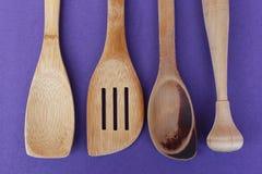 Utensilios de madera de la cocina imágenes de archivo libres de regalías