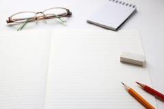 Utensilios del cuaderno y de la escritura Imagen de archivo libre de regalías