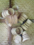 Utensilios del uso del hogar o de la cocina de los bambúes de la artesanía que tejen hecha a mano Fotos de archivo libres de regalías