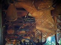 Utensilios del uso del hogar o de la cocina de los bambúes de la artesanía que tejen hecha a mano Imagen de archivo libre de regalías