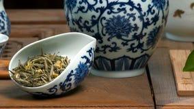 Utensilios para la ceremonia de té Tabla del primer para la ceremonia, los utensilios y los accesorios de té Foto de archivo libre de regalías