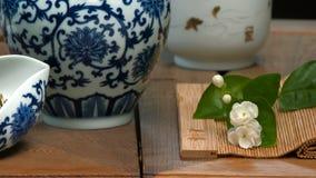 Utensilios para la ceremonia de té Tabla del primer para la ceremonia, los utensilios y los accesorios de té Fotos de archivo libres de regalías