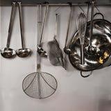utensils för service för anddatalistkök trevliga Royaltyfri Fotografi