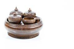Utensílios de madeira da cozinha do vintage velho no fundo branco Foto de Stock