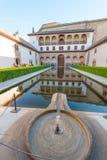 Uteplats av Arrayanes i Nasrid slottar, Alhambra, Granada arkivfoto