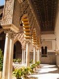 Uteplats de las Doncellas i kunglig slott av Seville Fotografering för Bildbyråer