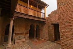Uteplats framme av bad av den Nasrid slotten, Alhabra Royaltyfri Bild