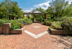 Uteplatsen arbeta i trädgården område på den Chicago botaniska trädgården, Glencoe, USA royaltyfri foto