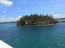 Utesluten ö av Bermuda vatten Arkivfoton