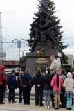 Utfärd av skolbarn på de minnes- komplexa `-försvararna av stad-hjälten av Tula under det stora patriotiska kriget av 1941-194 Arkivbilder