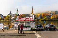 Utfärdskepppir på Mosellen i Bernkastel-Kues Arkivbild