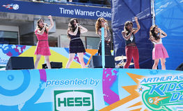 Utför femte harmoni för den amerikanska flickagruppen på Arthur Ashe Kids Day 2013 på Billie Jean King National Tennis Center Royaltyfria Foton