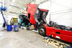 utför service lastbilen Arkivbilder