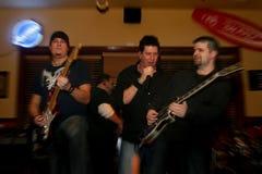 Utföra för rockband Royaltyfri Fotografi