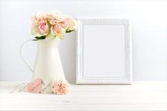 Utformad materielbild med en vit ram royaltyfria foton