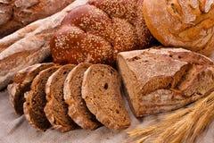utformat brunt land för bröd som skivas Arkivfoton