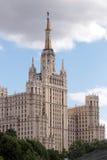 utformat stalinian för moscow skyskrapa Fotografering för Bildbyråer